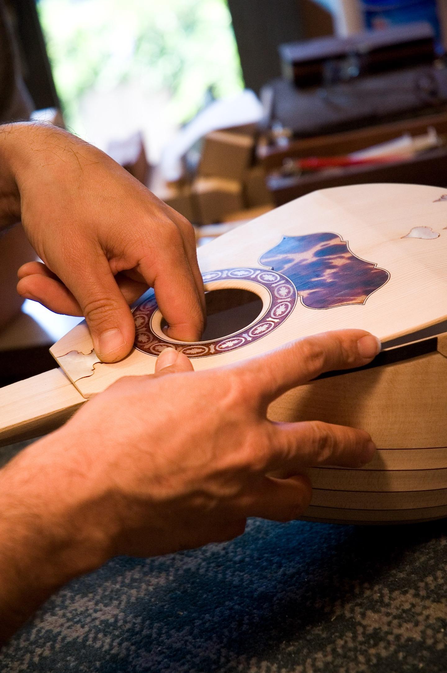 assemblaggio-mandolino-liuteria-gabrielli
